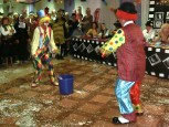 Två clowner i full frihet.
